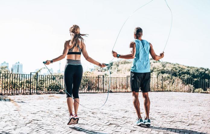 Saltare la corda: tutti i benefici che puoi avere